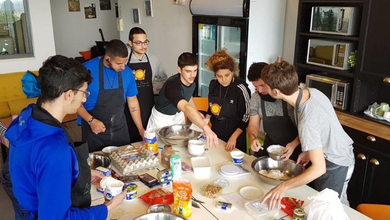 מחוברים דרך המטבח: בני השירות הלאומי פוגשים את למרחב