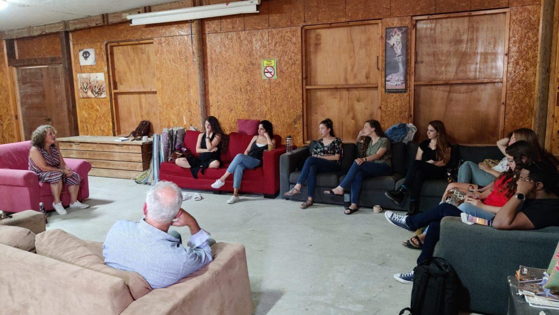 קשיבות בלב מדבר: יום צוות בחוות בולוטין