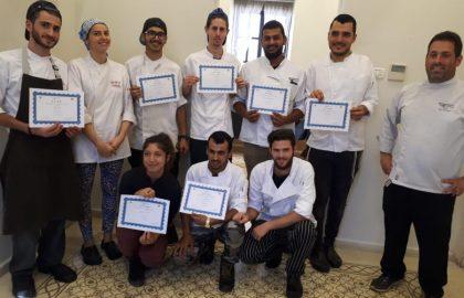 """עשרה טבחים חדשים הוכשרו במסגרת קורס הטבחות הראשון מטעם """"עובדים ביחד"""""""